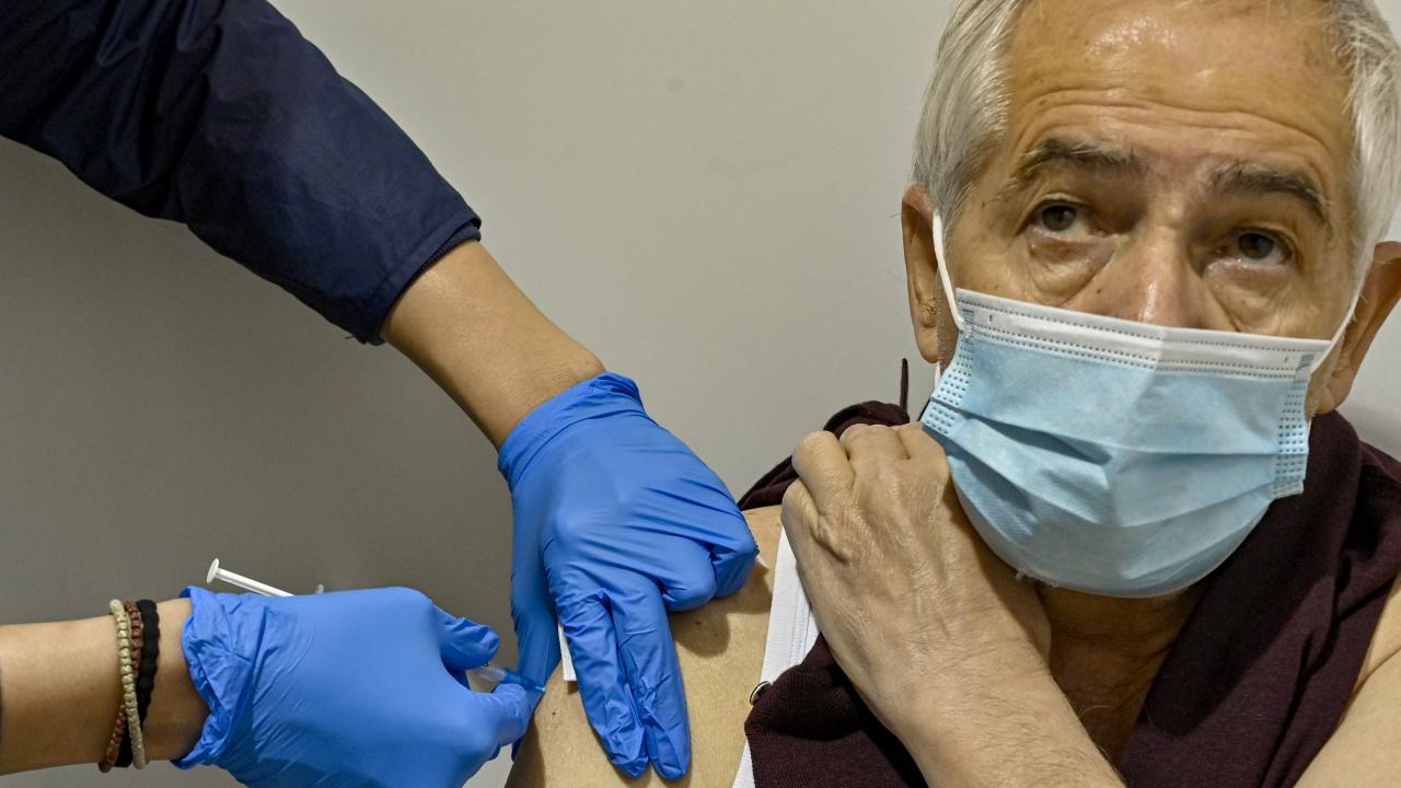 В Гърция ваксинират цялото възрастно население до юли