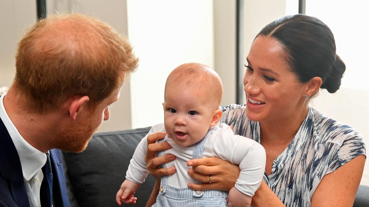 Арчи на 2: Синът на принц Хари и Меган Маркъл получи кралски поздрави