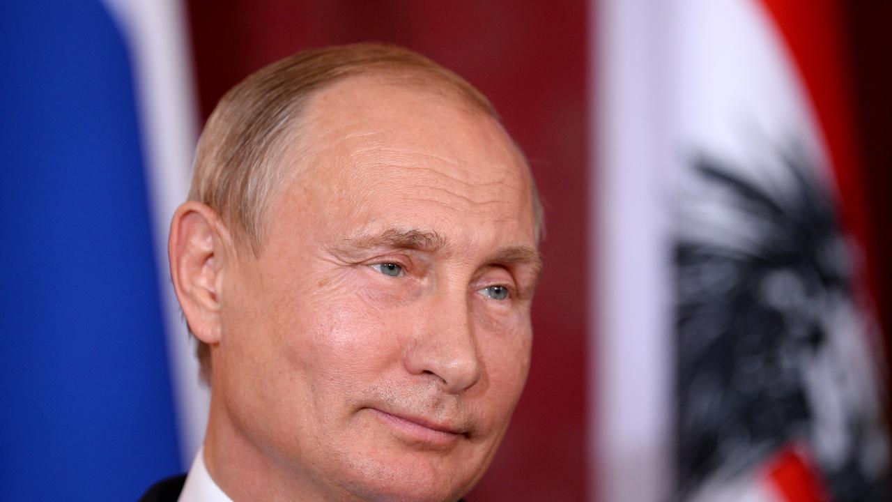 """Путин за """"Спутник V"""": Сигурна е колкото автомат """"Калашников"""""""