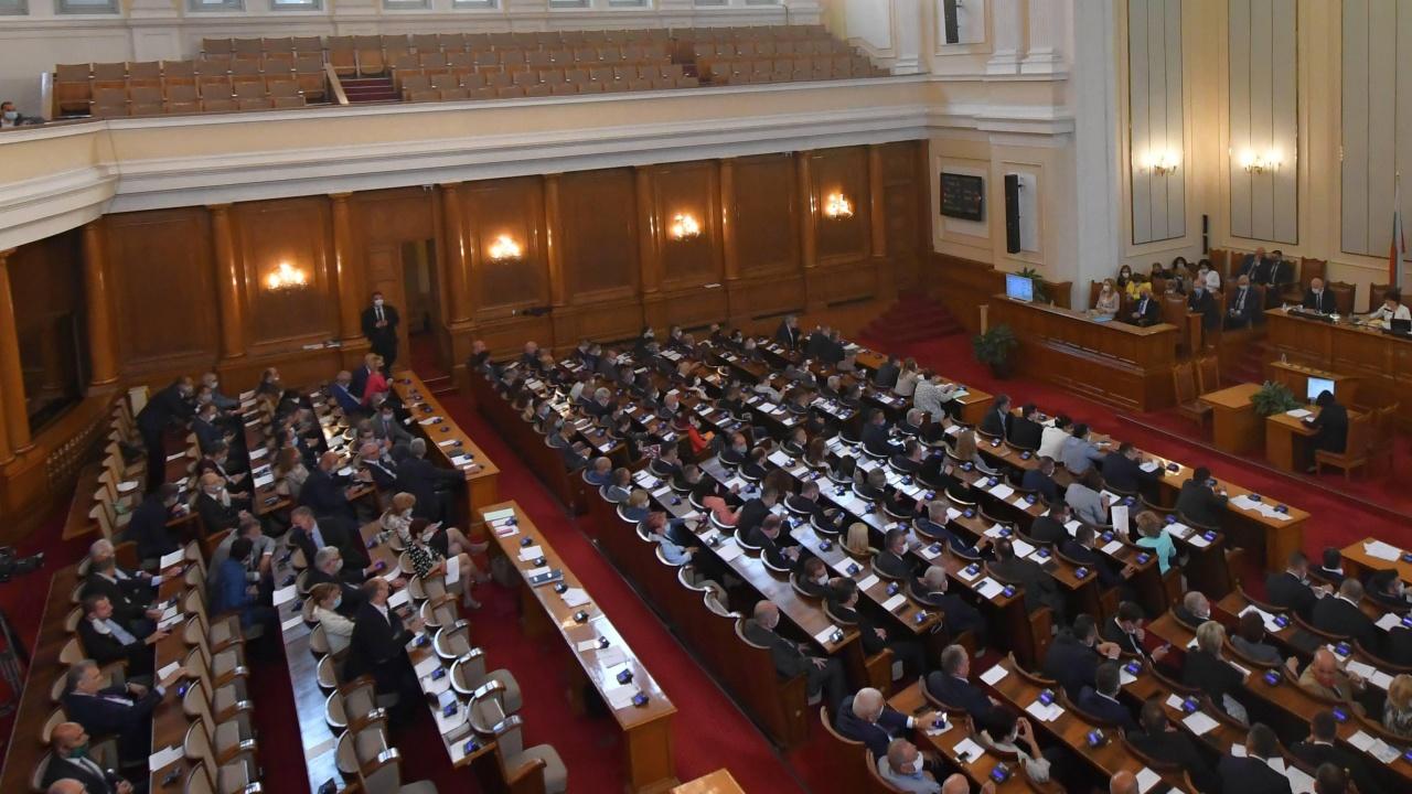 Парламентът с последно заседание - пак скандали, принудиха МС да отидат в зала