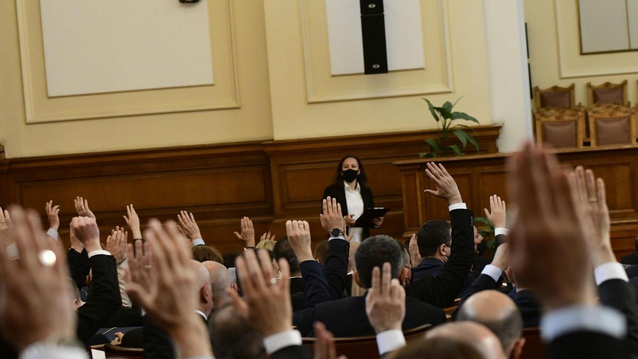 Какво свърши парламентът за краткия си живот?