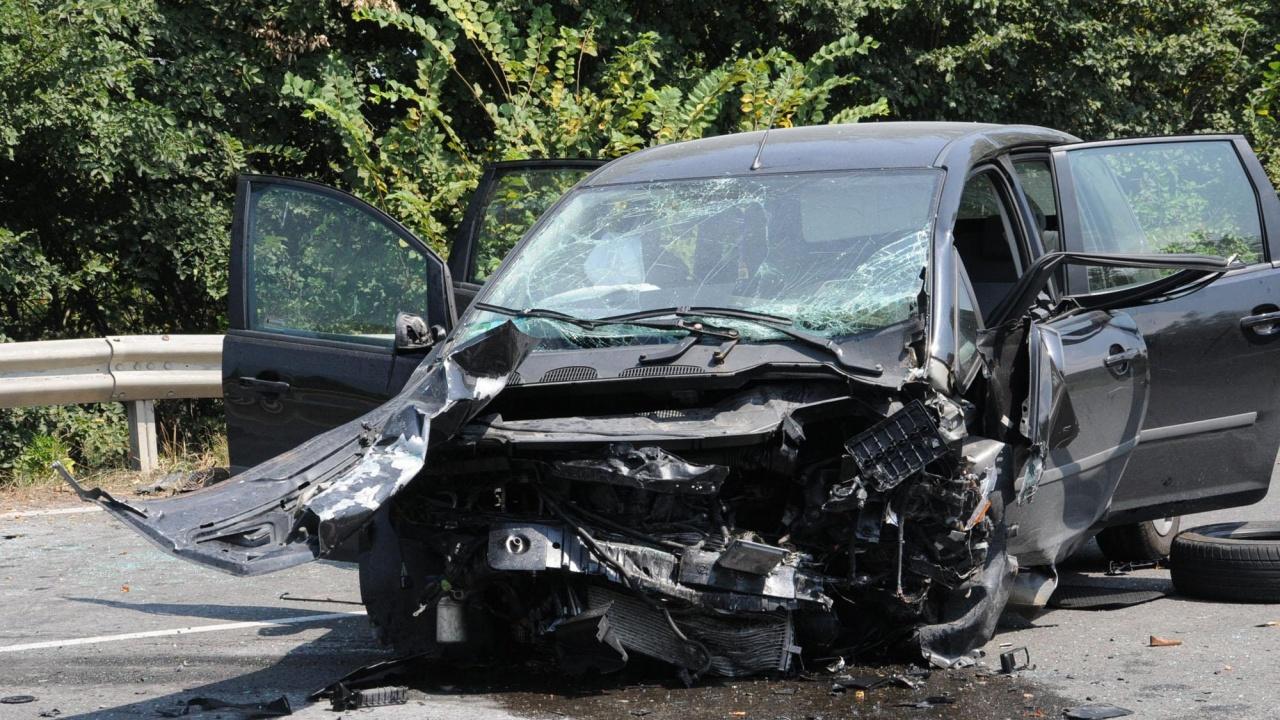 Жестока катастрофа на пътя София-Калотина, шофьор загина