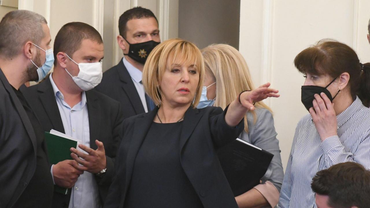 Манолова се вбеси, вика НСО да гони депутати