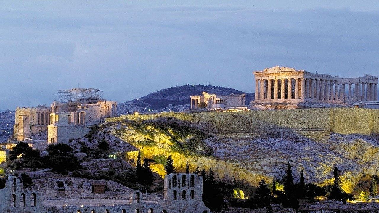 Гърция обяви план за отваряне на музеи, театри и кина на открито през май
