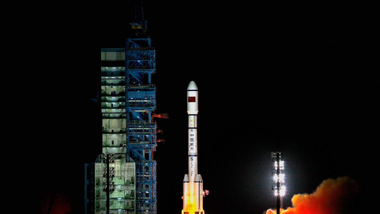 Останки от китайска ракета падат на Земята на 9 май
