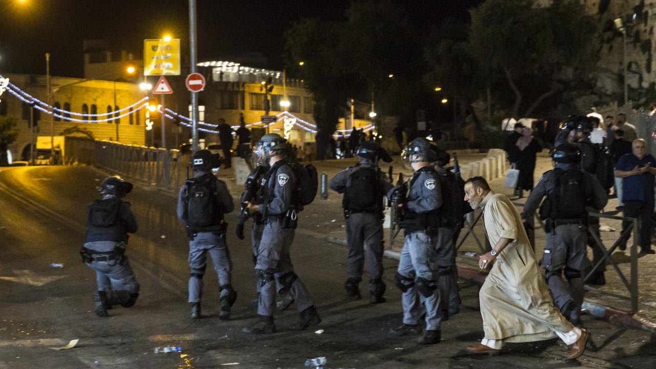 Над 90 ранени при нови сблъсъци в Ерусалим