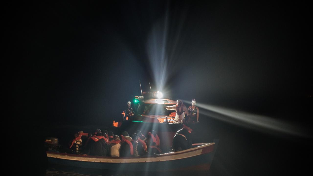 Четири лодки със стотици мигранти акостираха на италианския остров Лампедуза