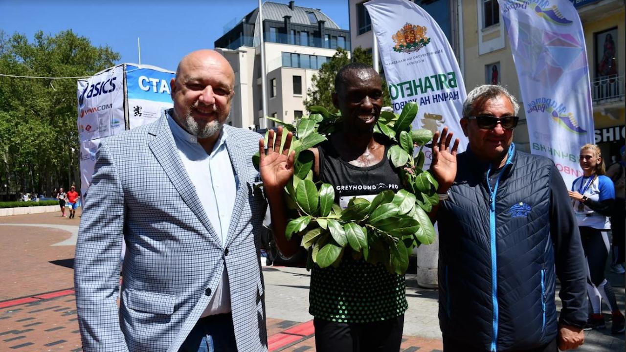 Министър Кралев награди победителите в шестото издание на маратона на Варна