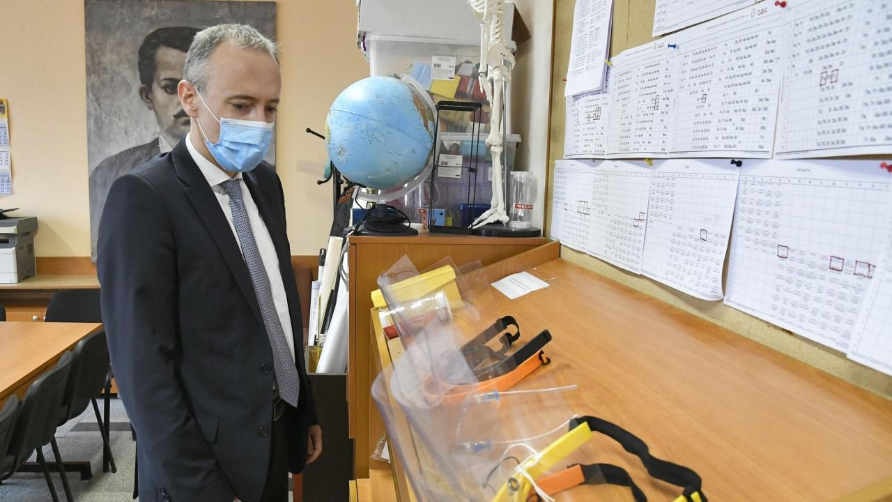 Вълчев предлага проект на национална програма за профилактика и рехабилитация на учителите