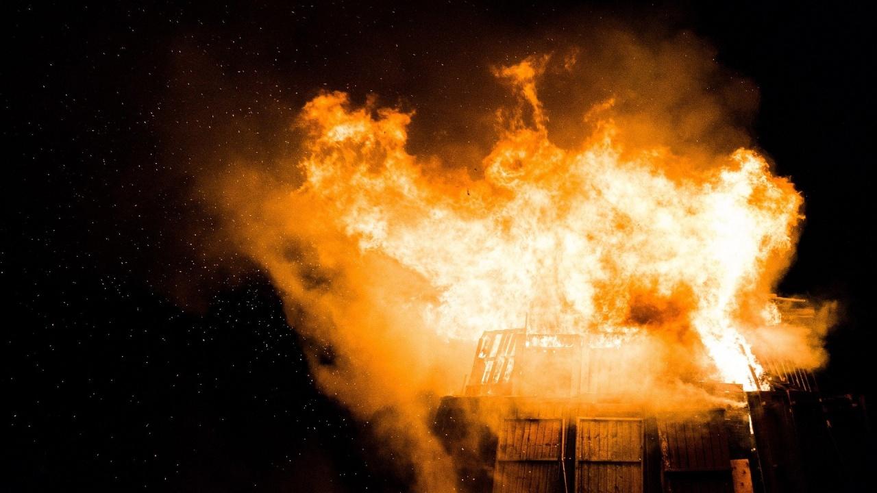 Пожар изпепели къща край село Петково