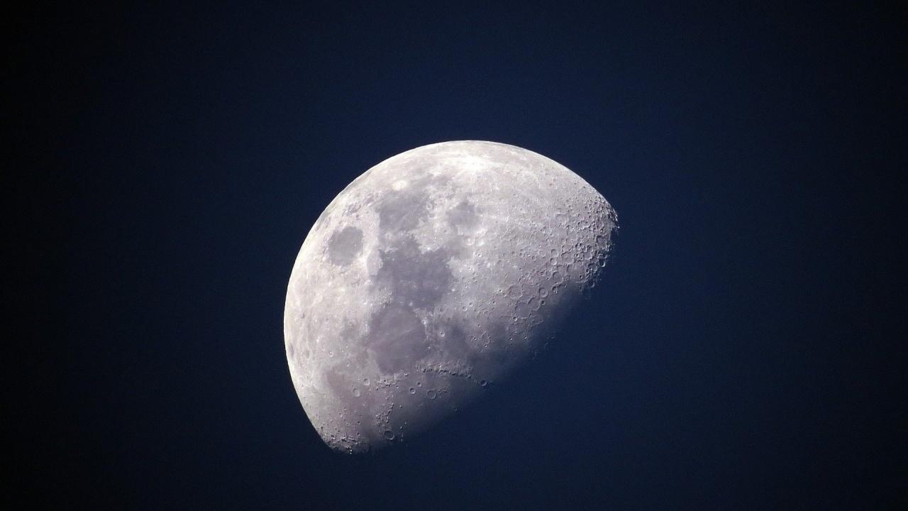 SpaceX ще изведе към Луната спътник, изцяло заплатен с криптовалута