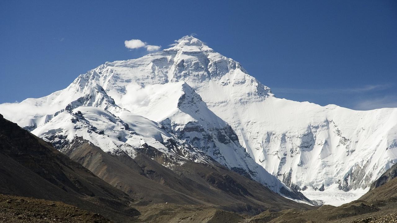 Китай планира демаркационна линия на Еверест заради коронавирусната пандемия