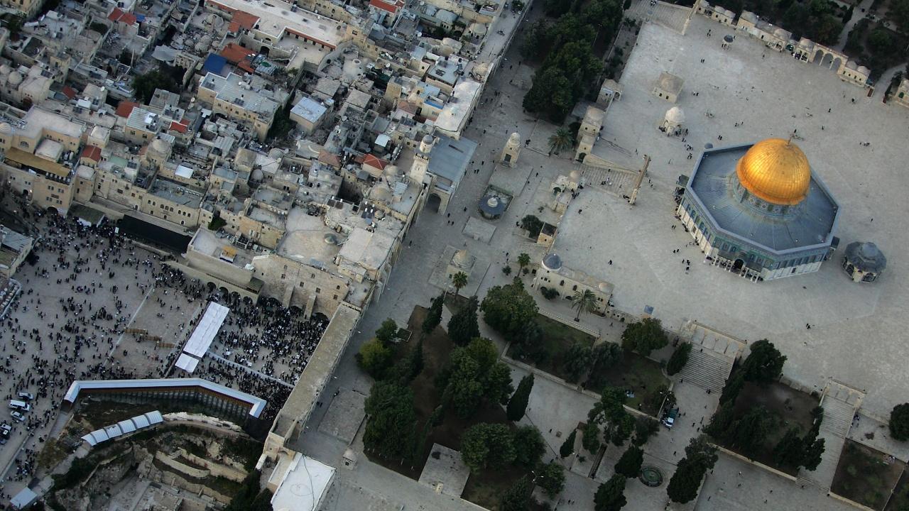 Стотици евакуирани от Стената на плача в Ерусалим