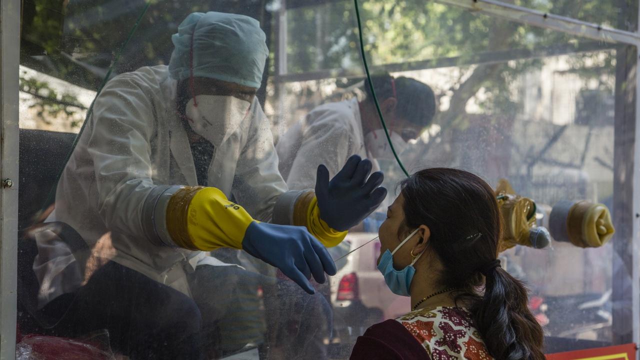 """СЗО класира като """"обезпокоителен"""" варианта на коронавируса, открит в Индия - В.1.617"""