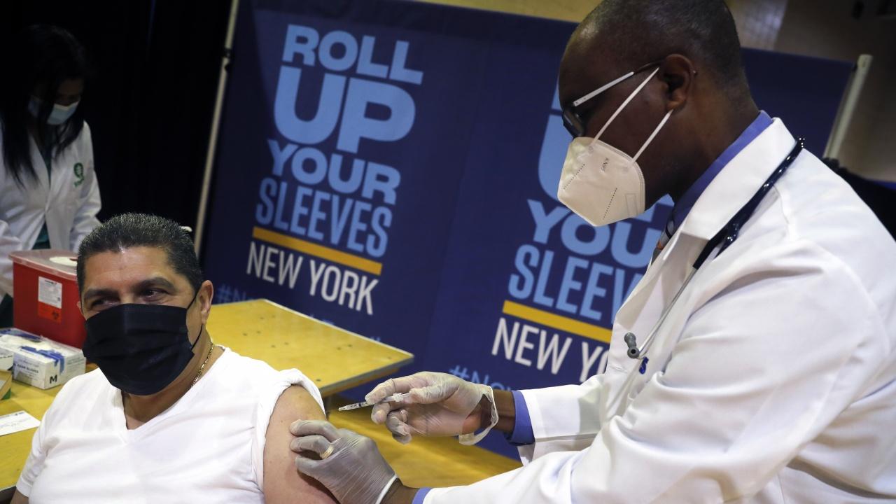 Безплатна ваксинация в метрото на Ню Йорк; Вашингтон ще отмени част от рестрикциите