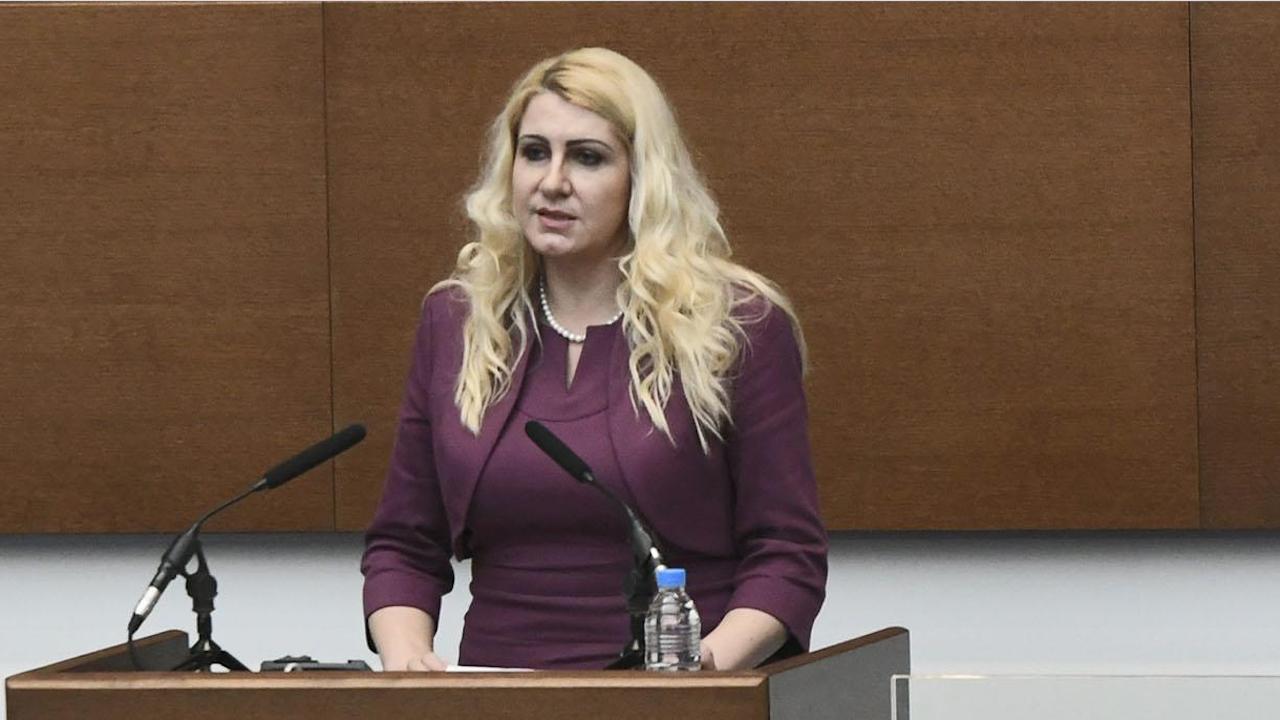 Правосъдният министър Десислава Ахладова се връща в съда
