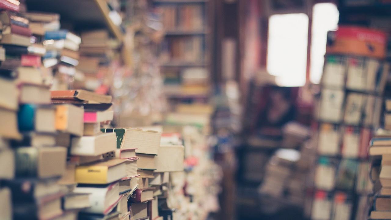 Почетен гражданин на Перник дари над 2 000 книги на училище