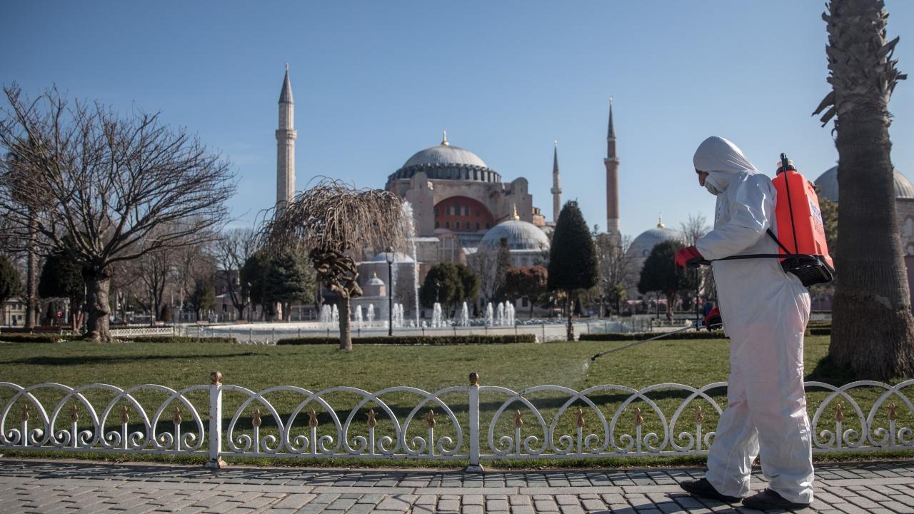 Сериозно намаляват случаите на COVID-19 в Истанбул