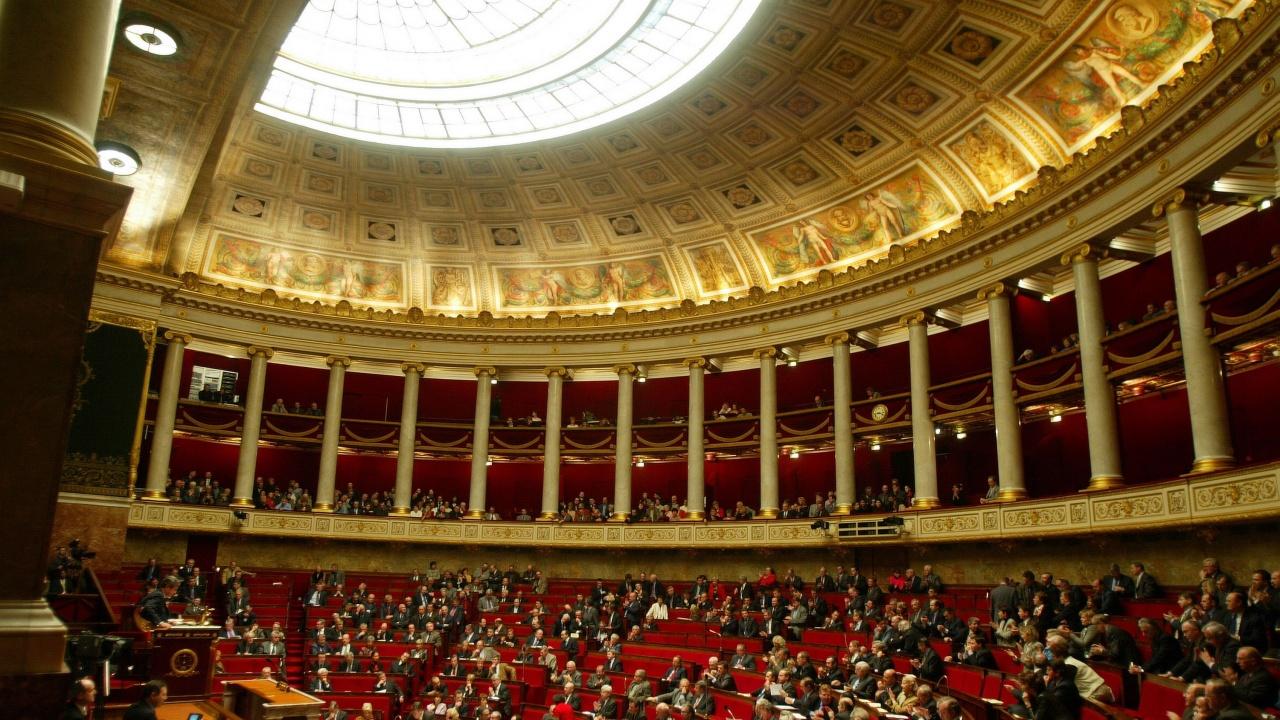 Долната камара на френския парламент одобри коронавирусен пропуск от втори опит