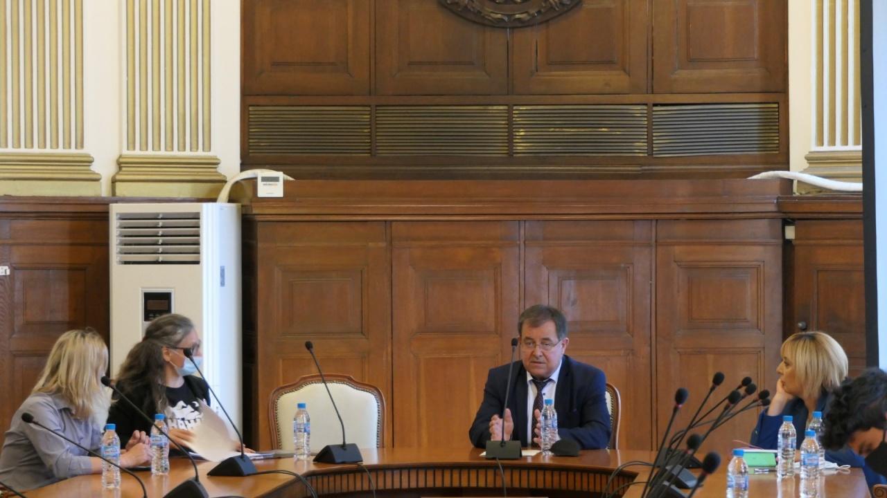 Новият земеделски министър с първа среща с протестиращи срещу ферма за норки в с. Маджерито