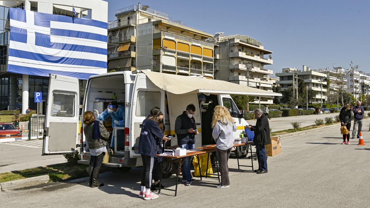 Гърция ускорява ваксинирането по островите в опит да привлече туристи