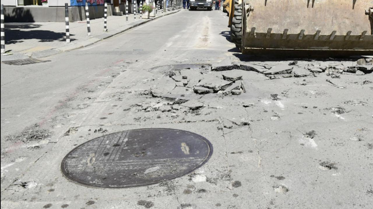 Започнаха ремонти на компрометираните пътни участъци в Разград