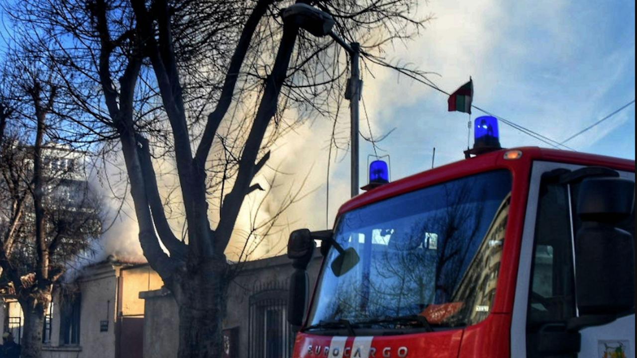 Евакуираха двама души от горящ апартамент в Пловдив