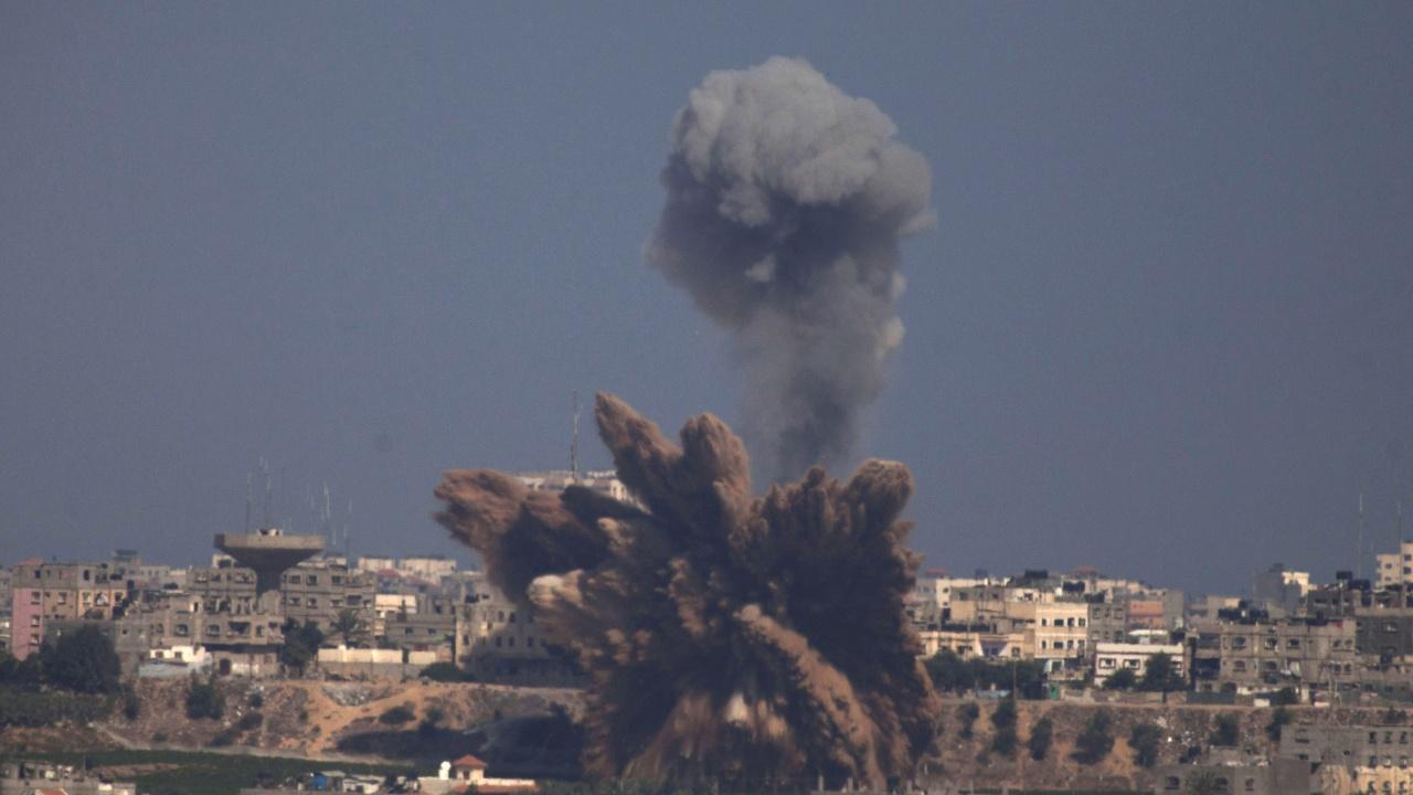 Израелски удари разрушиха частично голяма сграда в ивицата Газа, Израел въвежда нощен полицейски час в град Лод