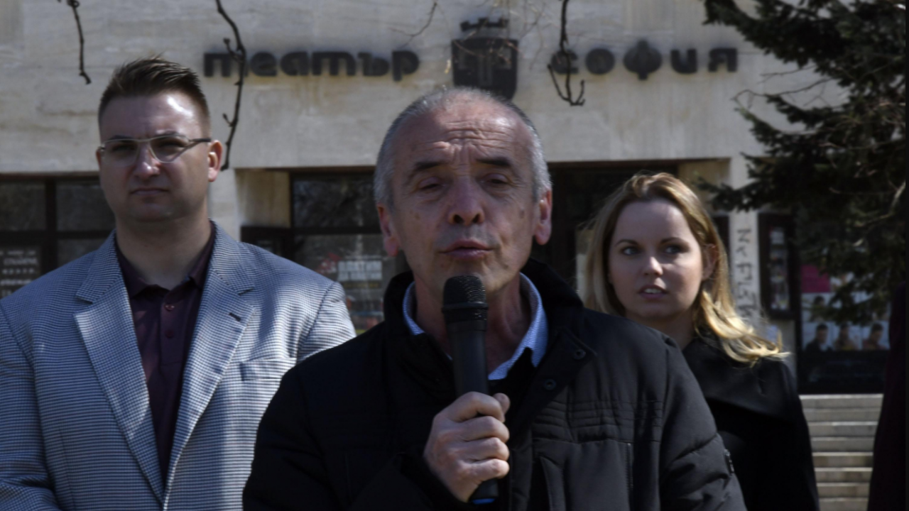 Доц. Атанас Мангъров: Новият здравен министър трябва да отмени безумните мерки