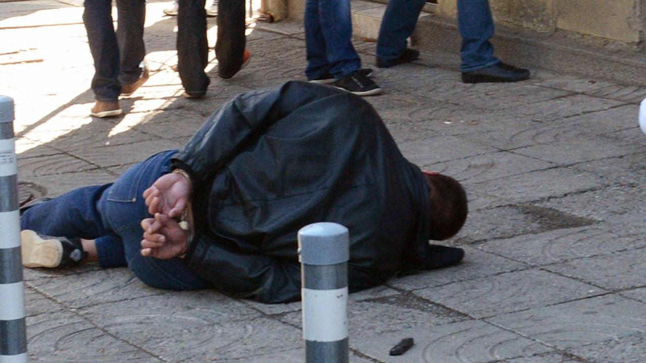 Плевенски полицаи с нарко удар от млад гост на града
