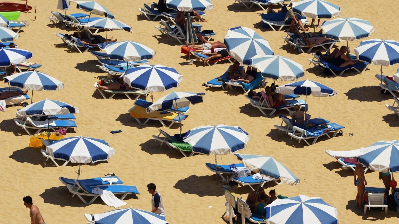 От 50 до 100 евро глоба за плажуващите без предпазни маски в Португалия