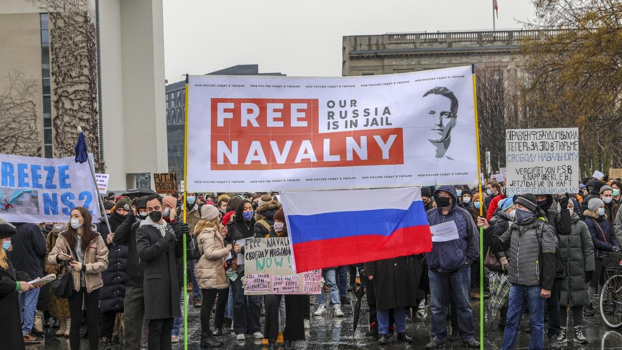 Екипът на Навални се отказва от организацията на улични протести