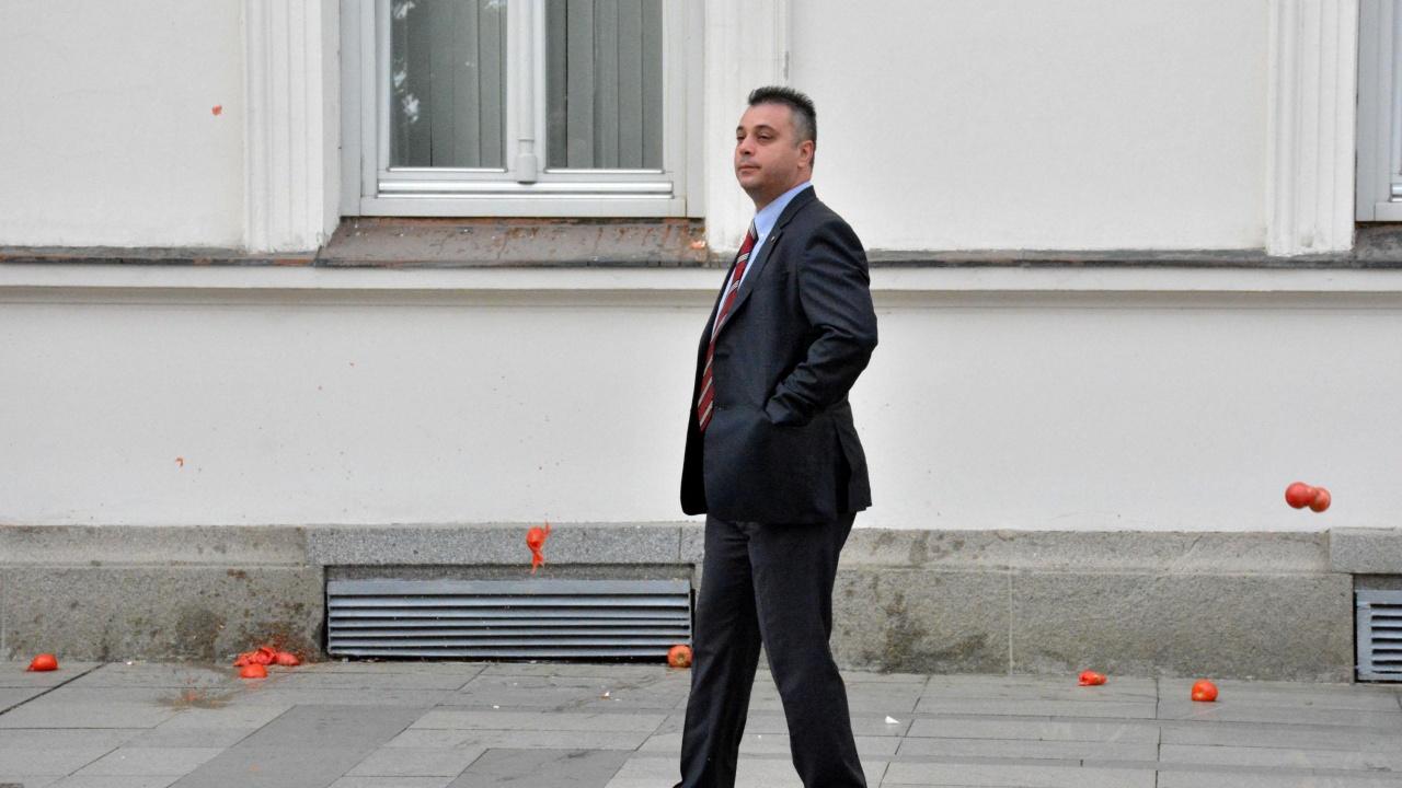 Юлиян Ангелов поиска от някои политически лидери да направят крачка назад