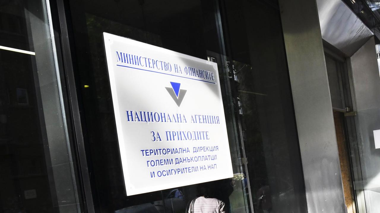 Нови рокади: Галя Димитрова вече не е шеф на НАП, културист поема агенцията