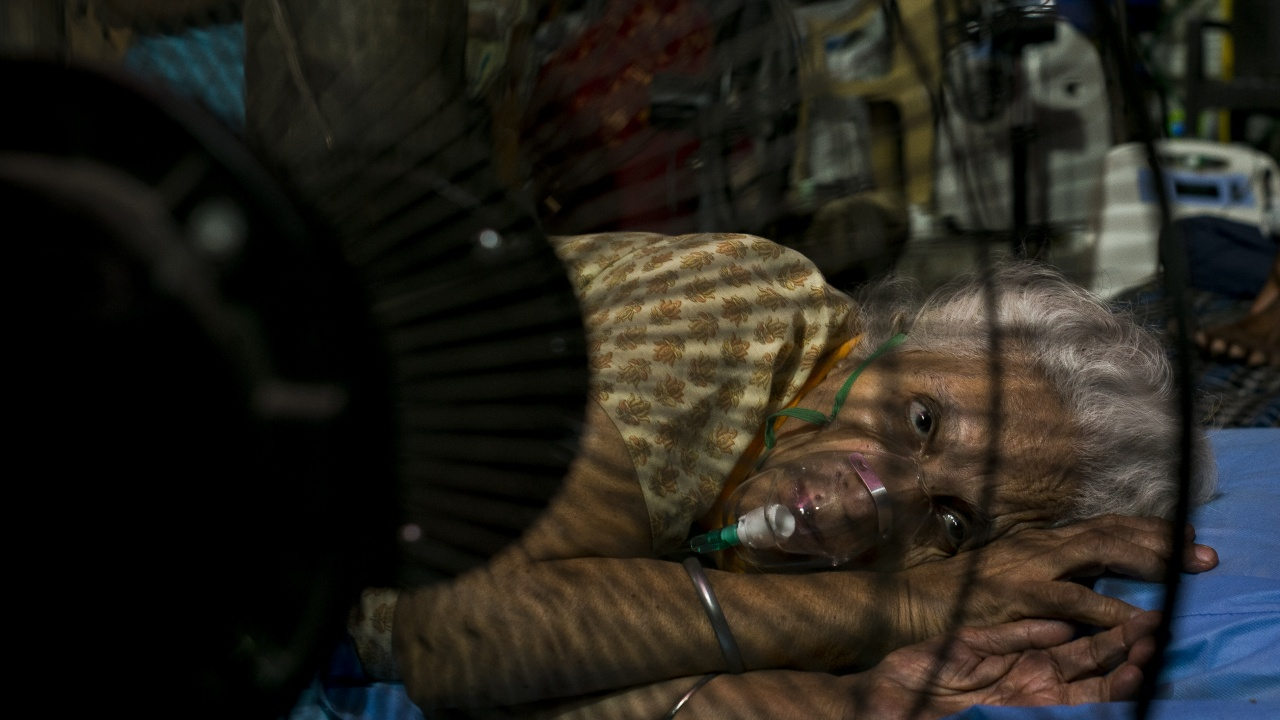 Броят на заразените с COVID в Индия надхвърли 24 млн. души