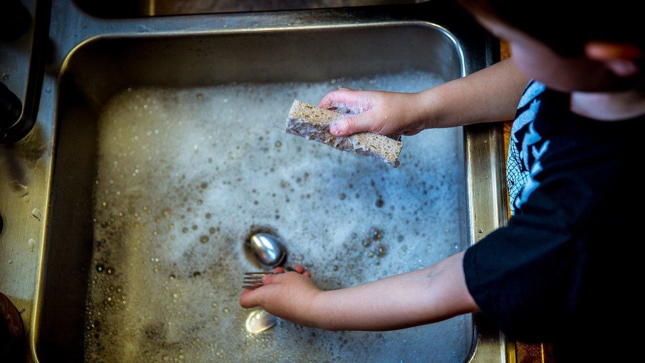 Без топла вода остават училища, детски градини и десетки жилищни блокове в Перник