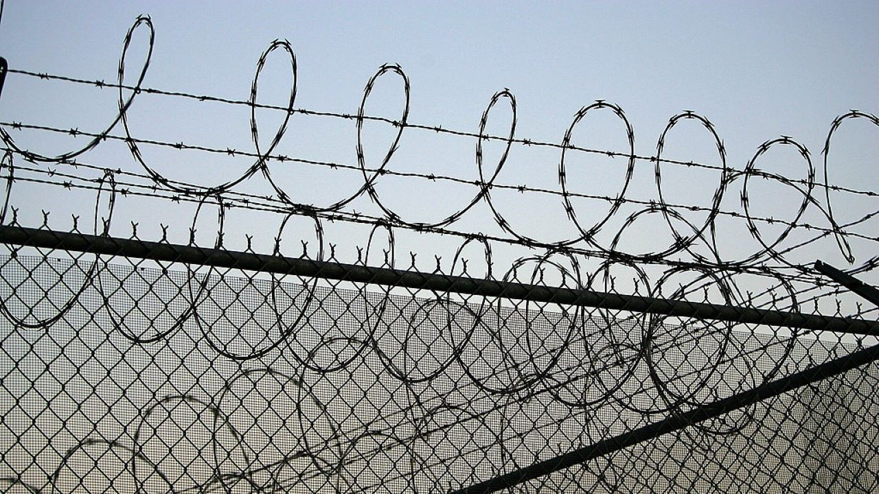 Мъж влиза в затвора за закани за убийство пред магазин в Русе