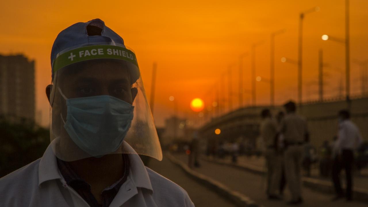 Индия регистрира спад в случаите на коронавирус в Делхи и Мумбай