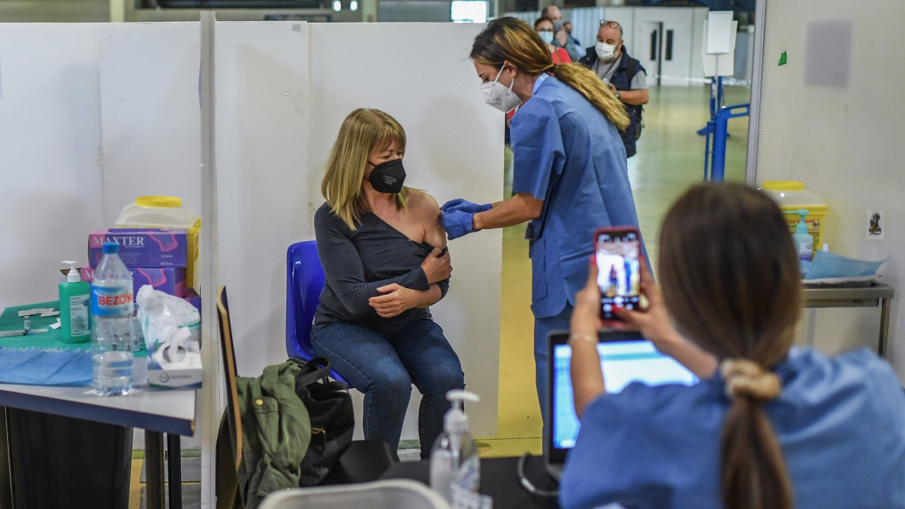 Великобритания планира виртуална среща за ваксините срещу COVID-19