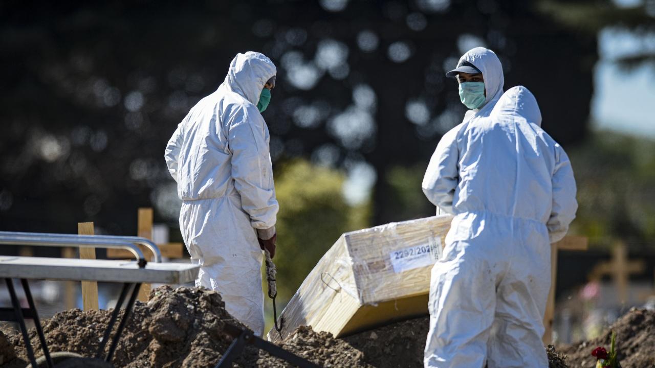 Над 70 хиляди са вече смъртните случаи на хора с ковид в Аржентина
