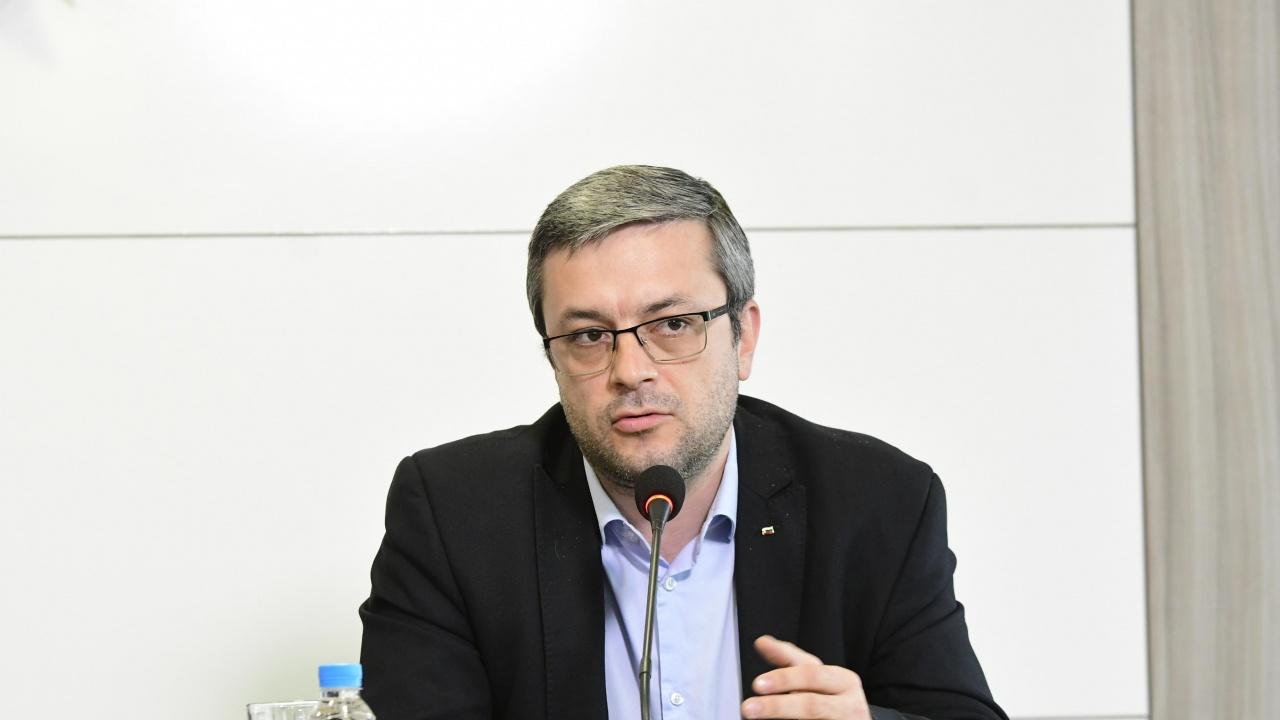 Тома Биков пита Радев за Божков и скандалното назначение на Румен Спецов
