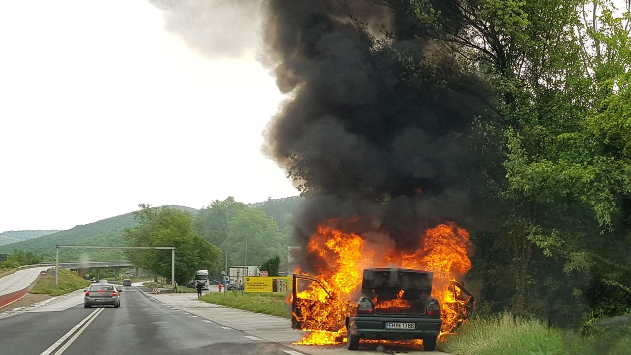 Лек автомобил изгоря близо до Ябланица