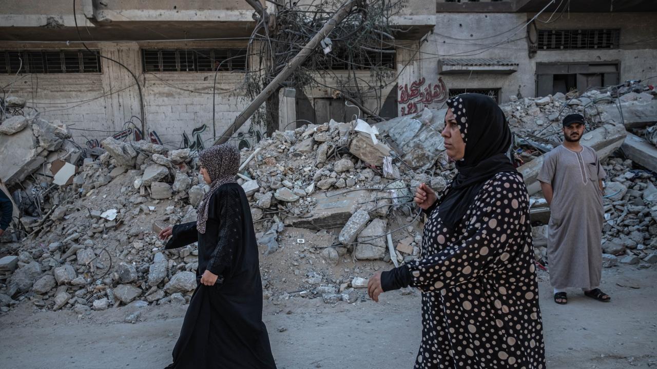 Двама загинали и десетки ранени при срутването на трибуна в израелска синагога