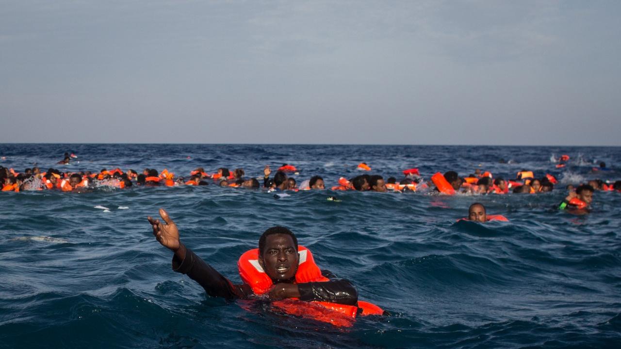 Над 80 мигранти стигнаха с плуване до испанския анклав Сеута