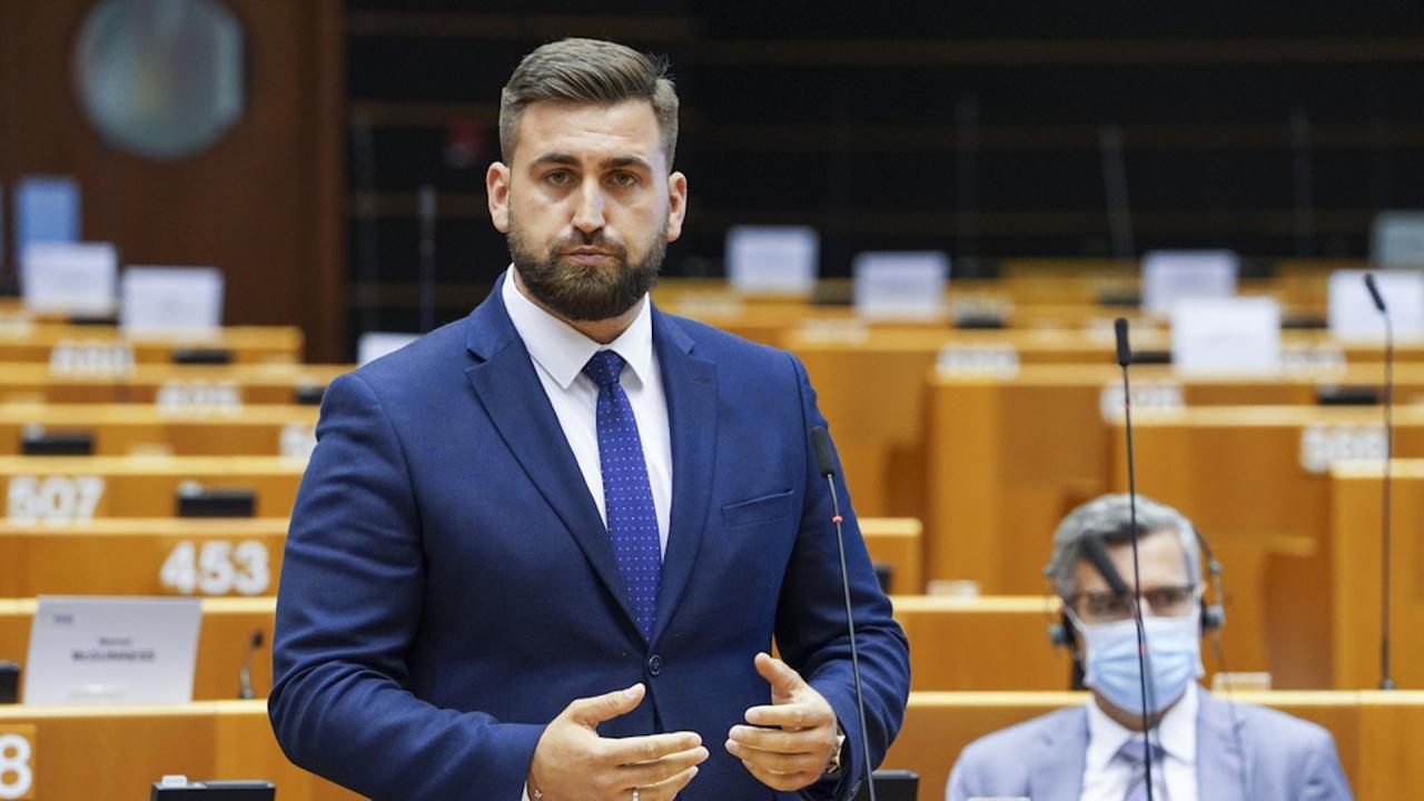 Андрей Новаков става ЕНП докладчик за отпускане на помощ за съкратени пилоти и служители от авиобранша