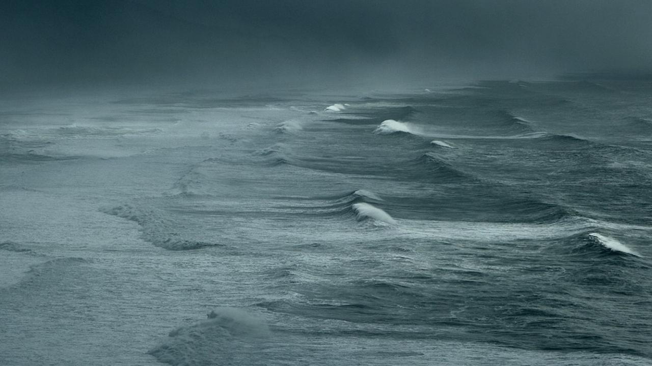 Три трупа изплуваха в Черно море след изчезването на риболовен кораб