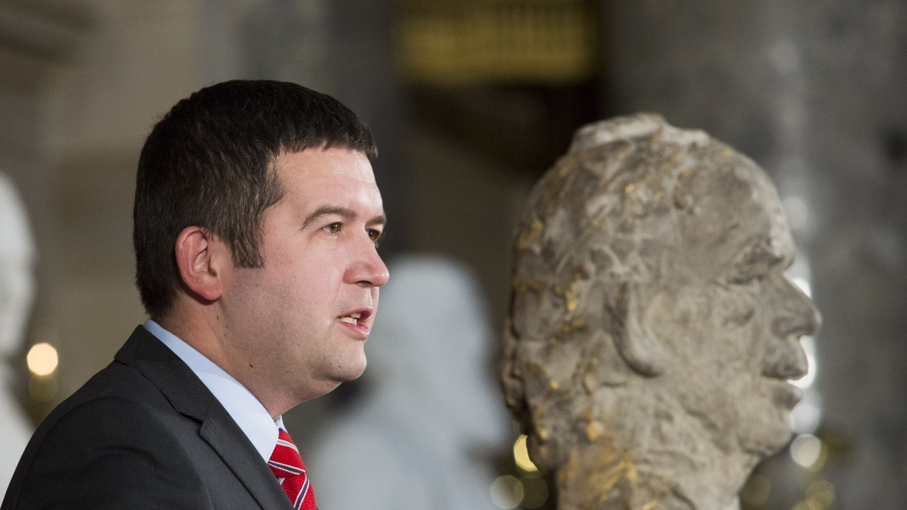 В Чехия подозират Хамачек в злоупотреба със служебно положение и изтичане на секретна информация