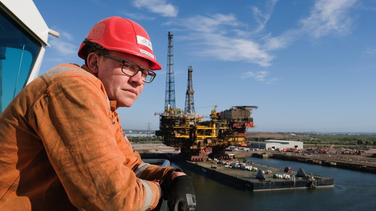 Петролът достигна двумесечни върхове с оглед отварянето на икономиките в Европа и САЩ