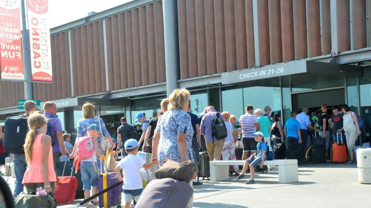 Променят изискванията за влизане в България на деца до 5 г., забранява се влизането на пристигащи от Индия, Малдивите и Бразилия