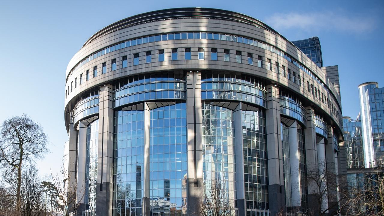 Преговорите за европейски здравен сертификат стават все по-интензивни с приближаването на лятото